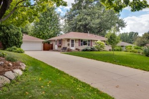3319 W 88th St Bloomington MN-large-001-048-Exterior Front-1334x1000-72dpi